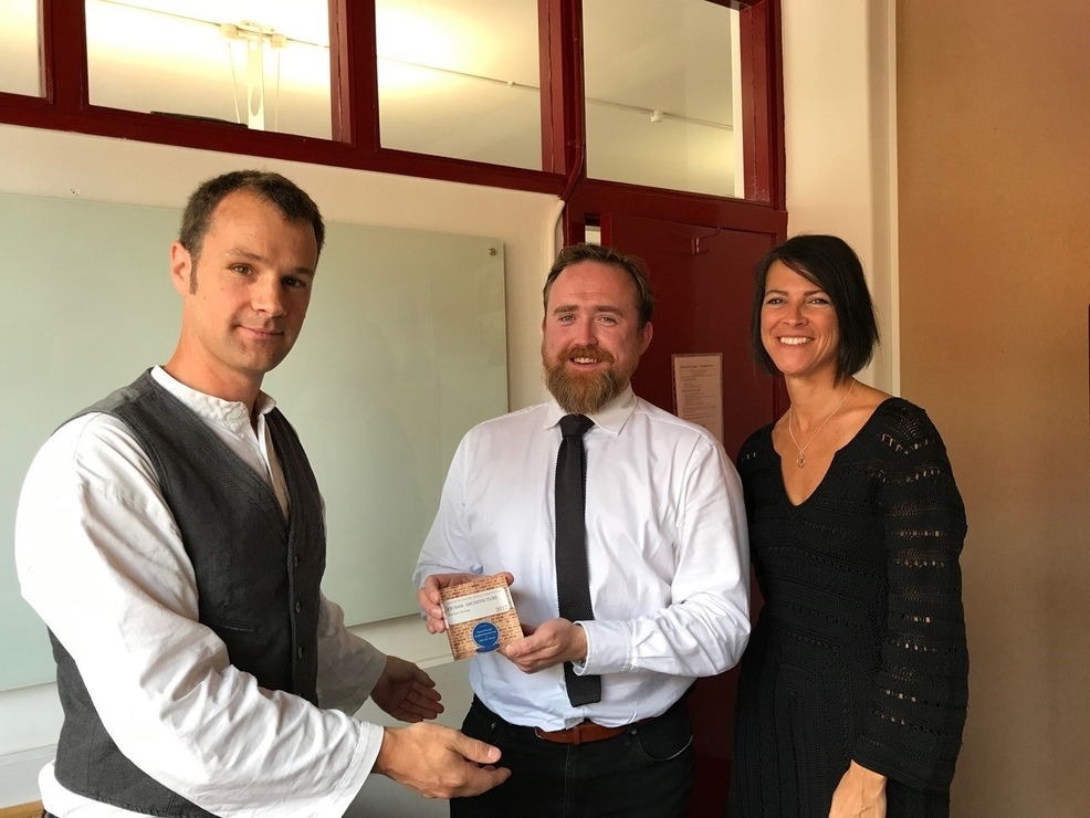 Derek Draper from Atomik receives his award